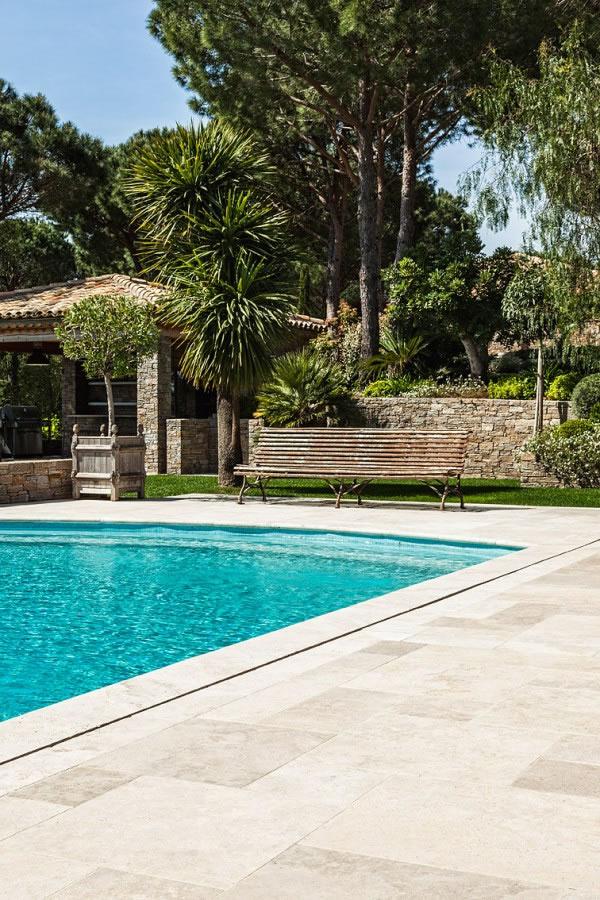 Gammes produits carrelage salle de bain terrasse escalier jardin margell - Margelle piscine carrelage ...