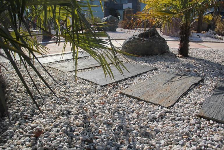 Pas japonais plaques ardoise surface naturelle