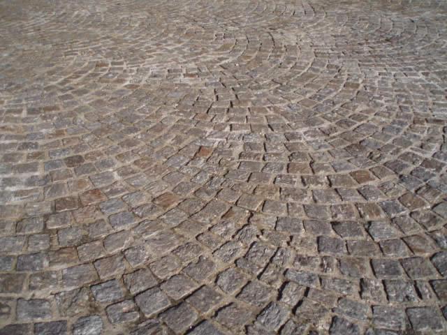 Pavés éclatés en gneiss du Caroux