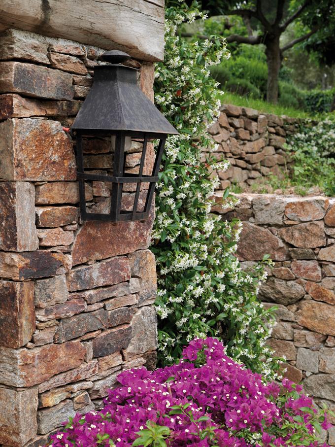 Mur réalisé en pierre à bâtir gneiss du Caroux