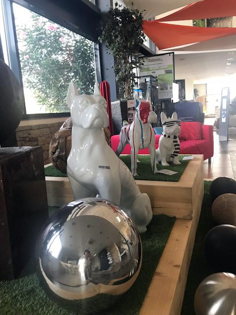 Sphères en Inox, chiens en métal