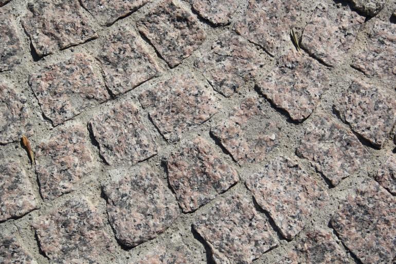Pavés éclatés granit rose